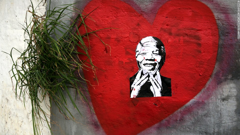 <strong>SOUTH AFRICA:</strong> Street art expressing love for Mandela is found in Cape Town.