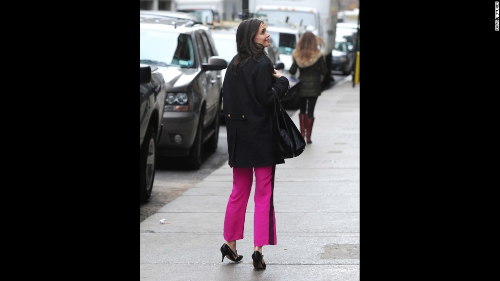 "Since her relocation to New York, Katie Holmes has been seen taking full advantage of the city that never sleeps. Aside from frequently strolling the streets of New York like a regular Joe, Holmes was also photographed <a href=""http://www.nydailynews.com/entertainment/gossip/katie-holmes-spotted-daughter-suri-subway-ride-article-1.1204798"" target=""_blank"">sneaking in a catnap on the subway</a> in November 2012."