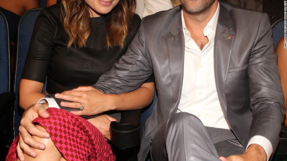 Olivia Wilde and Jason Sudeikis snuggle in close at the 2013 ESPY awards.
