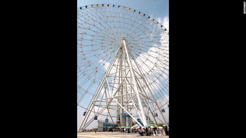 The Star of Nanchang is an eyeful to visitors. The massive Ferris wheel has 60 capsules that fit six passengers each, and it offers incomparable views of the inland city that is set between Hong Kong to the south and Beijing to the north.<br />