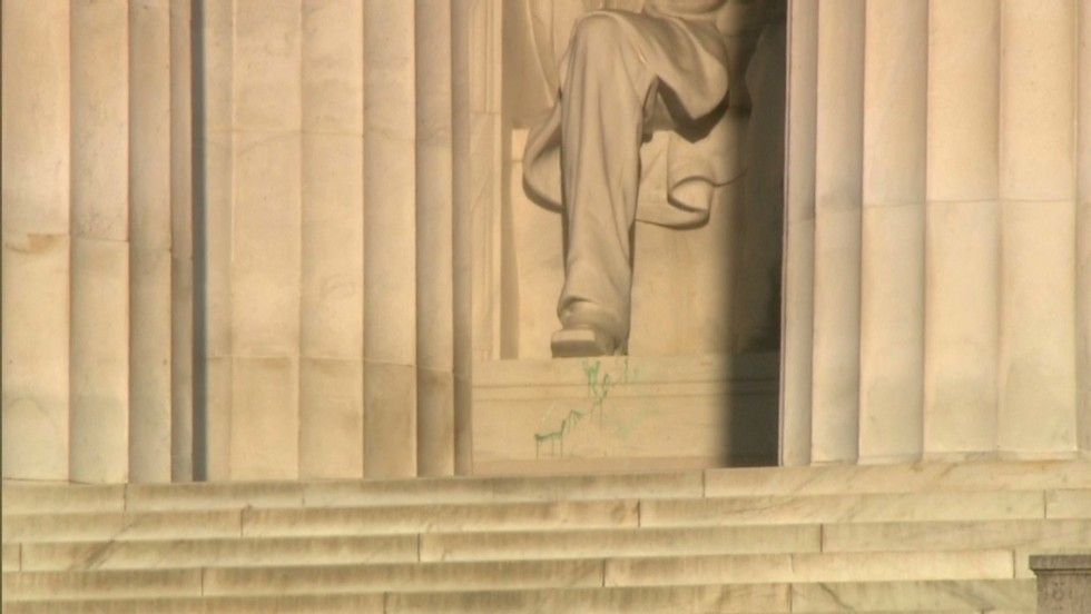 Dc S Lincoln Memorial Vandalized With Spray Painted Expletive Cnnpolitics