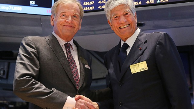 NEW YORK, NY - JULY 29: Publicis CEO Maurice Levy (right) and Omnicom CEO John Wren pose for photographers on the floor of the New York Stock Exchange a day after announcing that Omnicom Group and Publicis Groupe will merge to form the world's largest advertising holding company on July 29, 2013 in New York City. Assuming the deal is apporved, the company will be called Publicis Omnicom Group and be led by both Wren and Levy. (Photo by Spencer Platt/Getty Images)