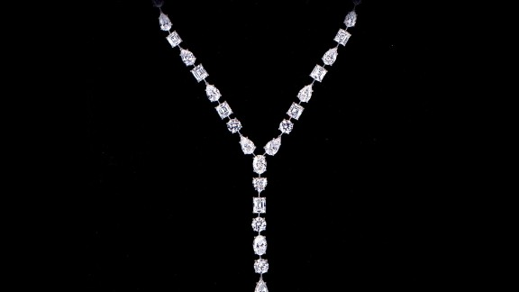 Wearing suits and in professional disguise makeup, two men stole 43 items worth $65 million in the middle of the day from Graff Jewelry Store in London in 2009. They threatened employees with handguns while collecting the merchandise, then drove off in a BMW. The two men were later arrested and jailed. Among the stolen items was this platinum diamond pendant hat.