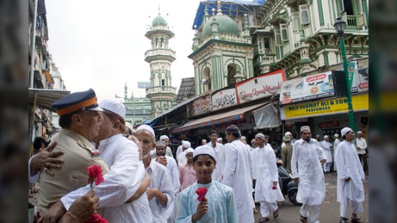 """This moment of brotherly love was taken by Anupama Kinagi in Mumbai, India: """"Muslims had just offered prayers and were wishing each other a very happy Eid. It is absolutely fine to hug and wish strangers on this auspicious occasion. The police officer specially arranges for rose flowers and greets Muslims outside Masjid on this special day. The Muslims accept their wishes and thank them for their extraordinary service,"""" said the 37-year-old graphic designer."""