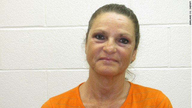 Mother of inmate who boldly escaped Arkansas jail arrested - CNN