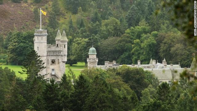 Balmoral, la residenza scozzese della regina, viene utilizzata come bagno pubblico