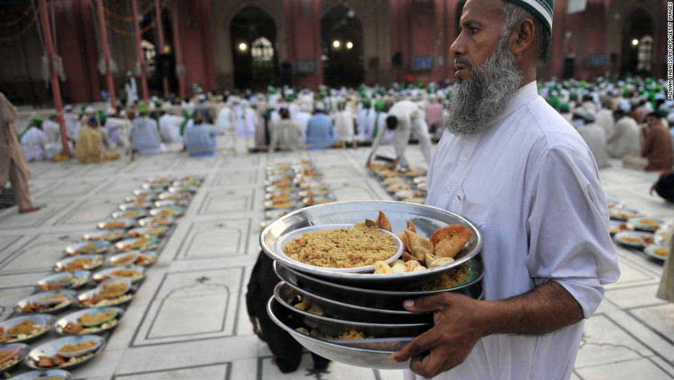 Wonderful Treat Eid Al-Fitr Food - 130805140118-eid-pakistan-food-mosque-horizontal-large-gallery  You Should Have_144588 .jpg