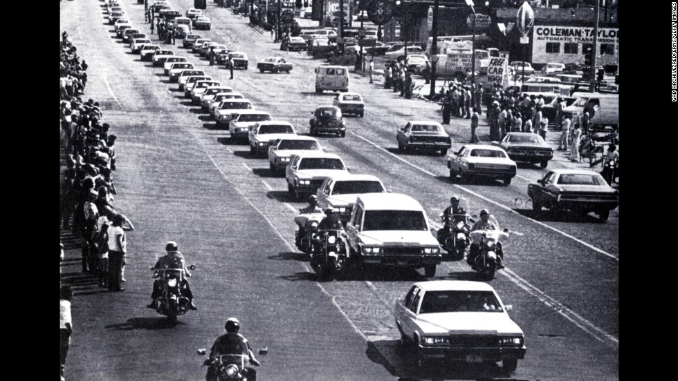 Presley's funeral procession in Memphis, Tennessee, on August 18, 1977.