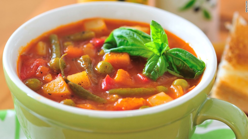 A vegetable-based soup (like this tomato fennel soup) or a turkey or tuna sandwich on whole-grain bread are Dr. Oz's lunch recommendations.
