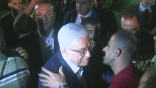 Released prisoners greeted by Abbas