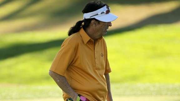 Shock rocker Alice Cooper has swapped his snakes and chains for colorful golf clothing in events such as the Bob Hope Classic in La Quinta, California.