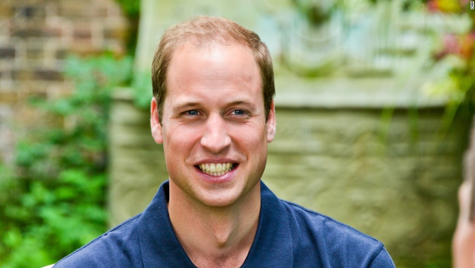 The scandal came to light in November 2005, when British tabloid News of the World printed a story about Prince William injuring his knee. Royal officials realized that it could only have been sourced by the illegal interception of Prince William's mobile phone voice mail and complained to the police.