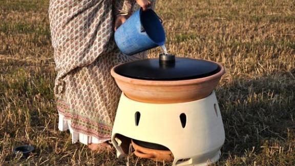 Clean water can be hard to find in the days after a disaster. The Eliodomestico gathers the energy of the sun to distill drinking water from the sea