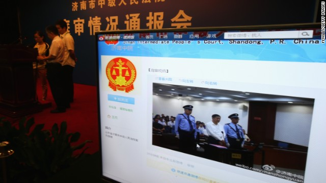 A screen shows online microblog updates from court for the trial of disgraced Chinese politician Bo Xilai, August 22 in Jinan.