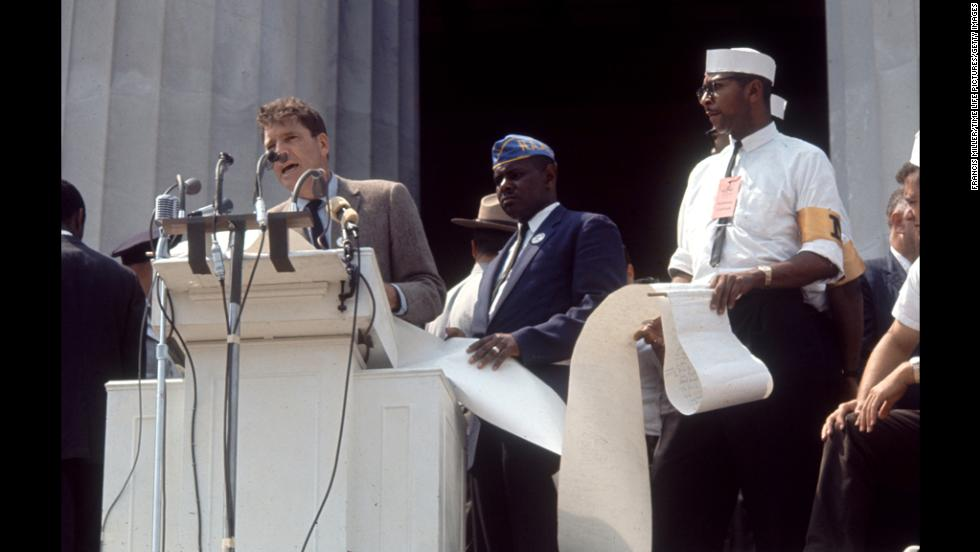 Actor Burt Lancaster speaks to protesters at the Lincoln Memorial at the event.