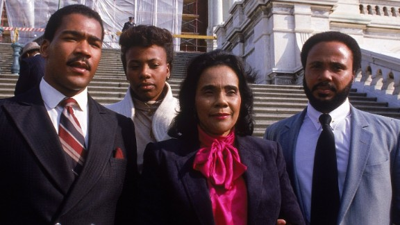 King joins her mother and brothers Dexter, left, and Martin on the Capitol steps to mark the enactment of the King holiday.