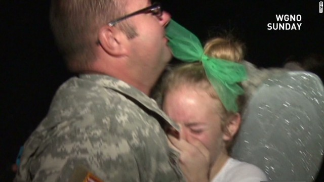 Army dad surprises daughter at dance