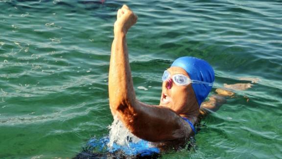 Caption: epa03845392 US swimmer Diana Nyad waves after starting her fifth attempt to swim between Cuba and Florida, in Havana, Cuba, 31 August 2013. Nyad started her fifth attempt in an expected 80-hours journey without a sharks protection device. EPA/Ernesto Mastrascusa /LANDOV   Photographers/Source: ERNESTO MASTRASCUSA/EPA /LANDOV