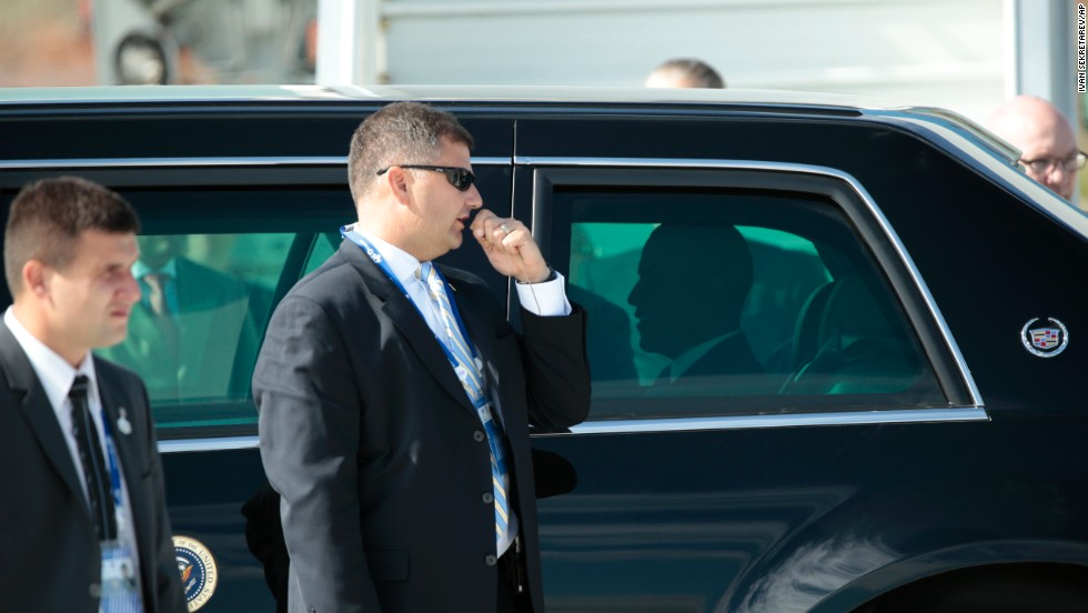 A security detail surrounds his limo as U.S. President Barack Obama arrives for the G-20 summit on September 5.