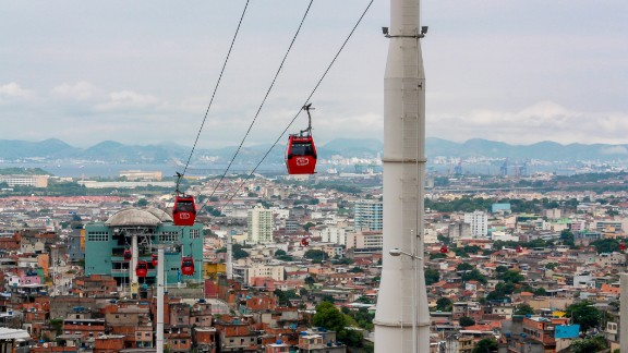 A ropeway hangs above the Brazilian city of Rio de Janeiro. The hanging pods have found a home in many South American cities in recent years. The latest is currently being designed and built in Bolivia's administrative capital, La Paz. (Picture courtesy of Marcelo Freire)