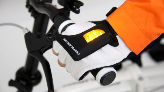Japanese bicycle company Doppelganger has introduced these light-up gloves to improve visibility when indicating.