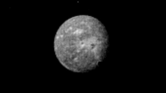 Uranus' outermost and largest moon, Oberon, is seen in this Voyager 2 image, obtained January 22, 1986,