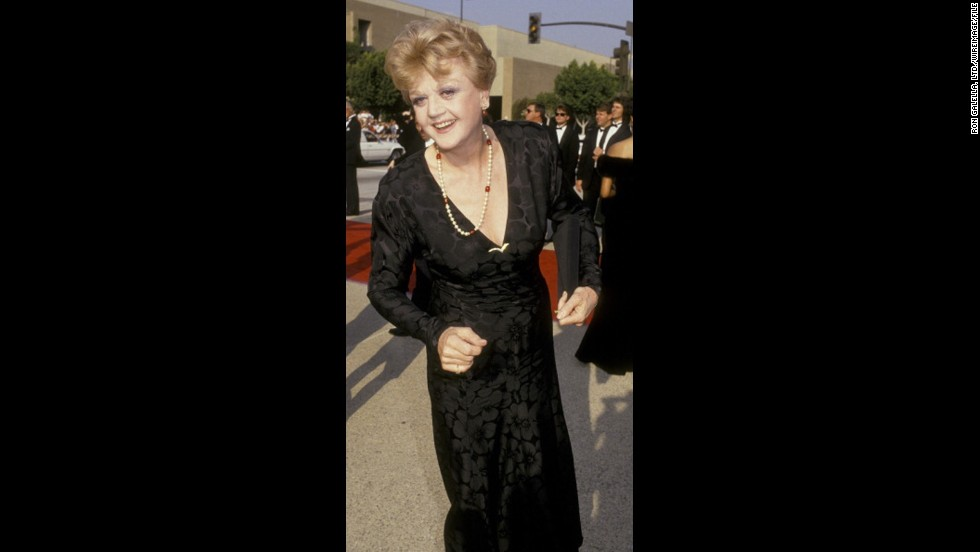 """Murder, She Wrote"" star Angela Lansbury killed in a sleek black gown at the 1987 awards show."