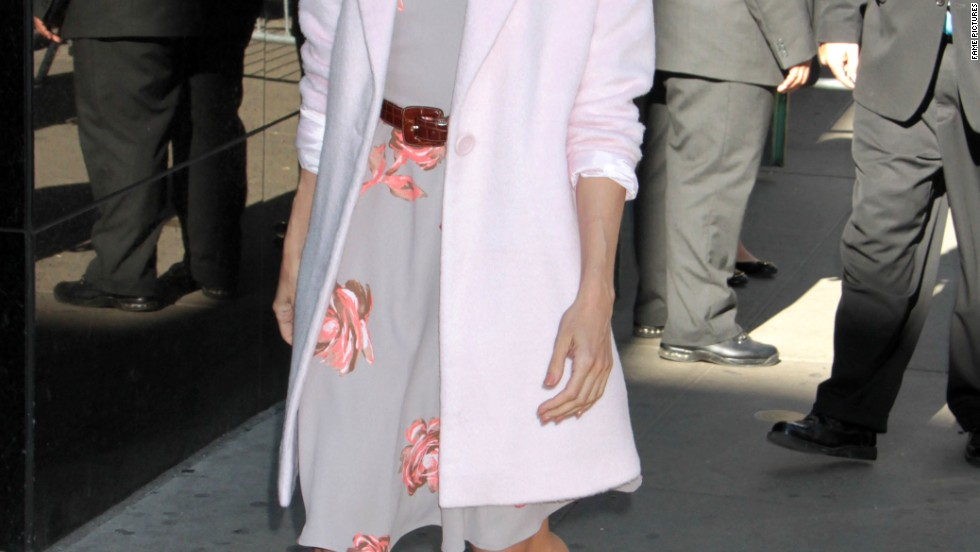 "Eva Mendes steps with a smile as she arrives at ABC's ""Good Morning America"" on September 19."