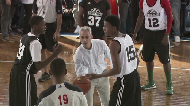 Chicago gangs play basketball for peace