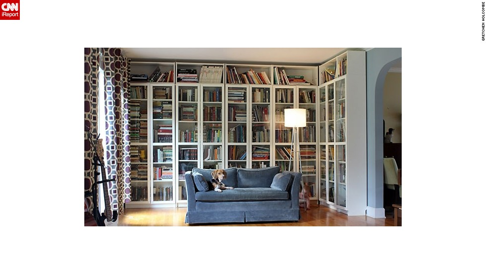 "How do you organize your books? <a href=""http://ireport.cnn.com/docs/DOC-1036032"">Gretchen Holcombe</a> says she's a sucker for an alphabetized bookshelf. Want to know more? Ask her in the comments section below!"