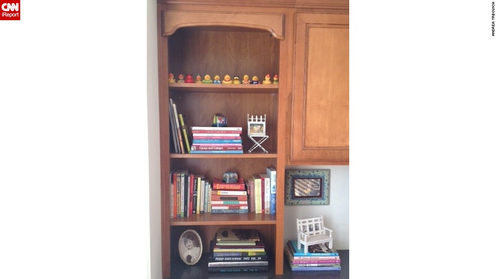 "<a href=""http://ireport.cnn.com/docs/DOC-1036206"">Andrea Trbovich's</a> bookshelf wasn't necessarily her style, but she said the <a href=""http://www.homagestyle.com/"" target=""_blank"">colors, shapes and textures </a>of her book collection always draws her in. Are you in the same boat? Discuss your bookshelf decorating dilemmas in the comments section below."