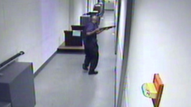 Video shows Navy Yard shooter