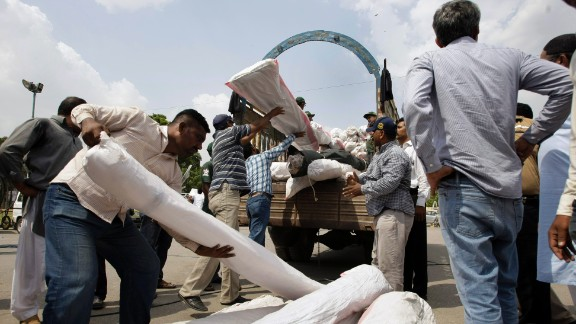Volunteers load relief supplies in Karachi, Pakistan, on September 25 for earthquake-affected people of Balochistan province.