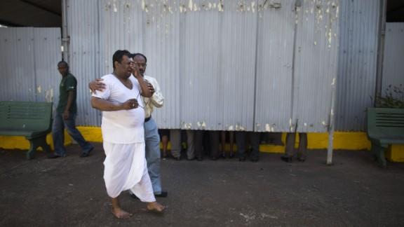 Sanjivi Natarajan, brother of Sridhar Natarajan, mourns during his brother's cremation in Nairobi on September 26.