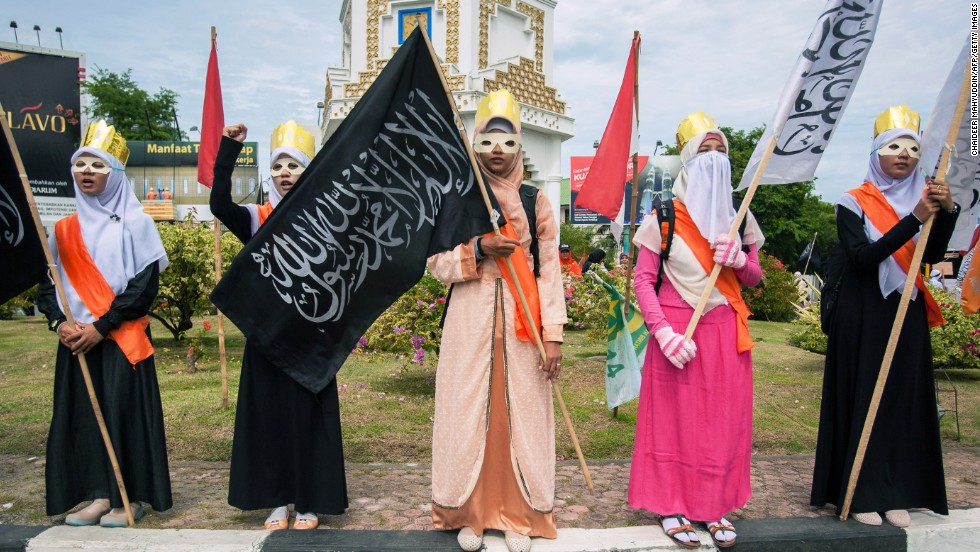Muslim women stage a protest against the Miss World contest in Banda Aceh, northern Sumatra island, on September 14.