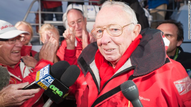 Wine tycoon and sailor Bob Oatley plans to put an Australian team together to challenge for the America's Cup.