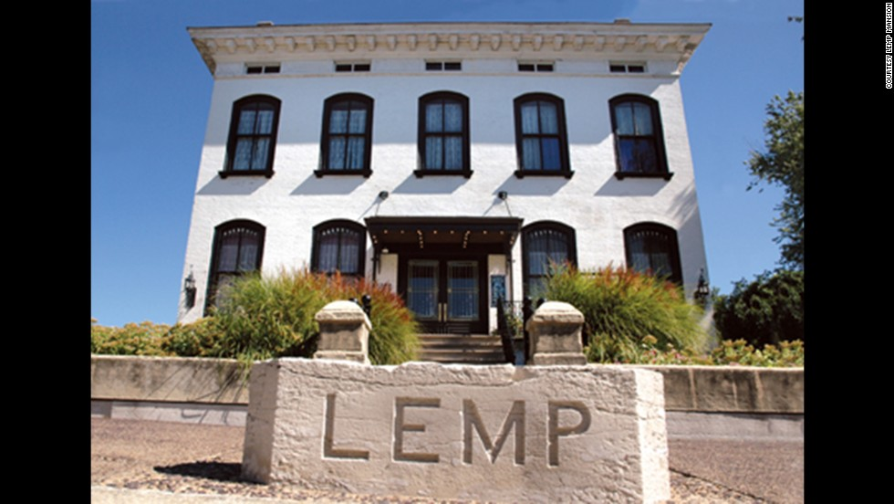 "Lemp Mansion: Built in 1868 in St. Louis. This Italianate Victorian was the Lemp family home, where four family members <a href=""http://www.lempmansion.com/hauntedhistory.htm"" target=""_blank"">committed suicide</a>."