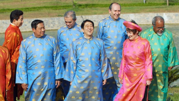 In Hanoi (2006), the gents rolled in ao dai silk tunics. But only the ladies (seen here, New Zealand Prime Minister Helen Clark) got to top off their look with traditional headwear.