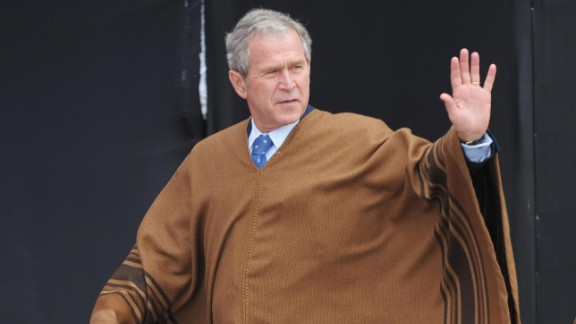 Say what you want, the man knew his way around a poncho. The Andean body drapes at APEC 2008 in Lima, Peru, were made from baby alpaca shearings.