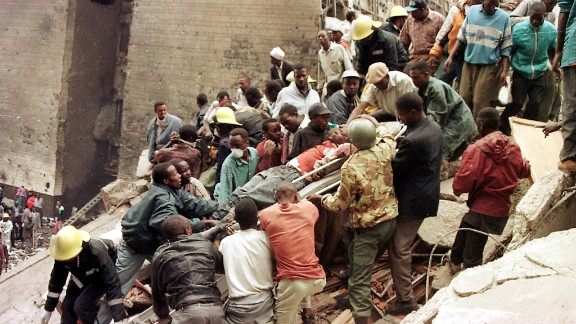 Rescuers help move survivors from the explosion site in Nairobi, Kenya, on August 7, 1998.
