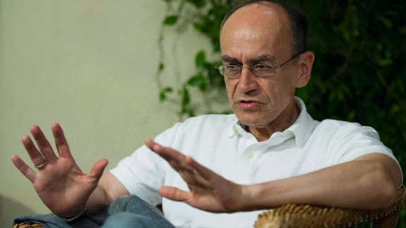 Stanford University professor Thomas Sudhof talks with a journalist in Baeza, Spain, on October 7. The trio