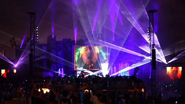 nr dnt Holmes Tomorrowworld draws crowds_00010527.jpg