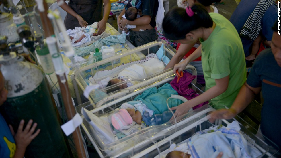 Newborns are treated at a temporary shelter in Cebu on October 15.