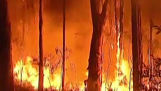 Australia bush fires scorch homes