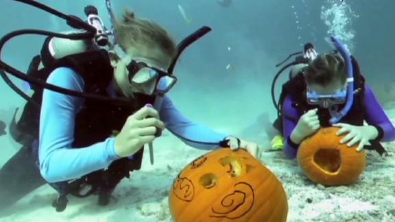 hln vo underwater pumpkin carving_00002130.jpg