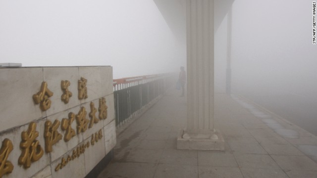 Thick smog blankets city, closes schools