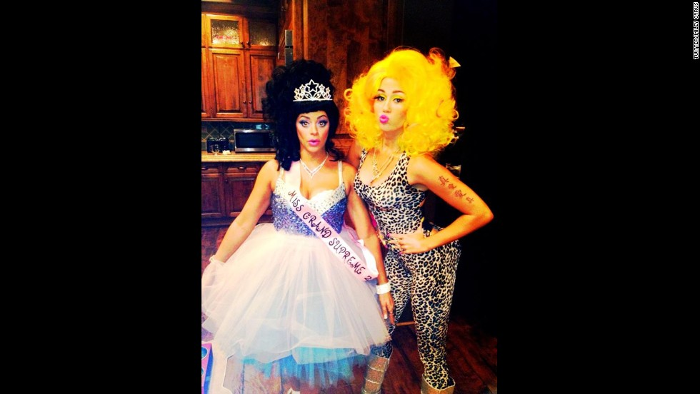 "For 2012's All Hallows Eve, <a href=""http://www.hollywoodreporter.com/fash-track/halloween-2012-miley-cyrus-nicki-384827"" target=""_blank"">Miley Cyrus tried Nicki Minaj on for size</a>."