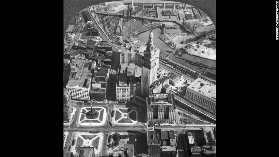 Although it wasn't completed until 1930, Cleveland's 52-story Terminal Tower was topped in 1927. Built by developers the Van Sweringen brothers, it was among the tallest buildings in the world, and is shown here in 1929.<br />