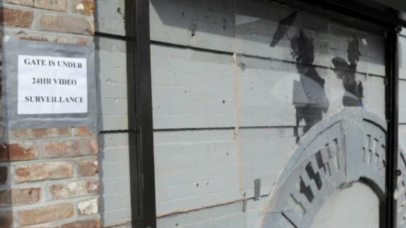 idesk nyc bansky building tabachnick intv_00011025.jpg