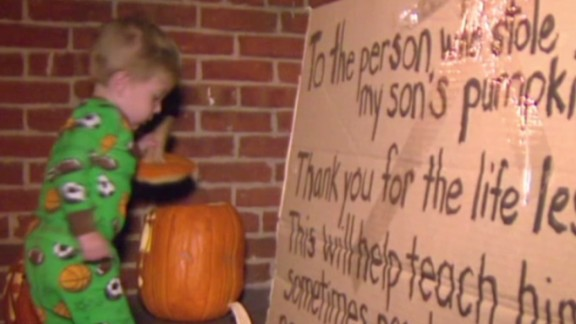 dnt mom leaves note for pumpkin thief_00000519.jpg